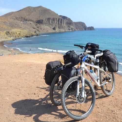 ¿Te apuntas al cicloturismo? 4 Rutas en bici por España