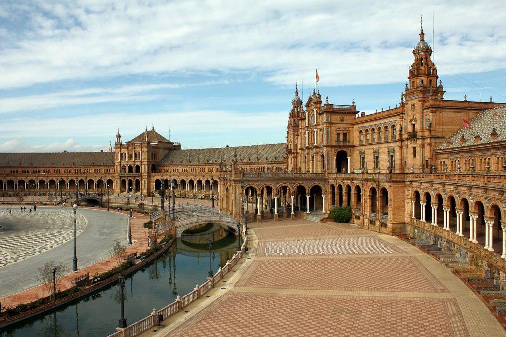 Plaza de España, Sevilla: uno de los destinos para viajar en octubre