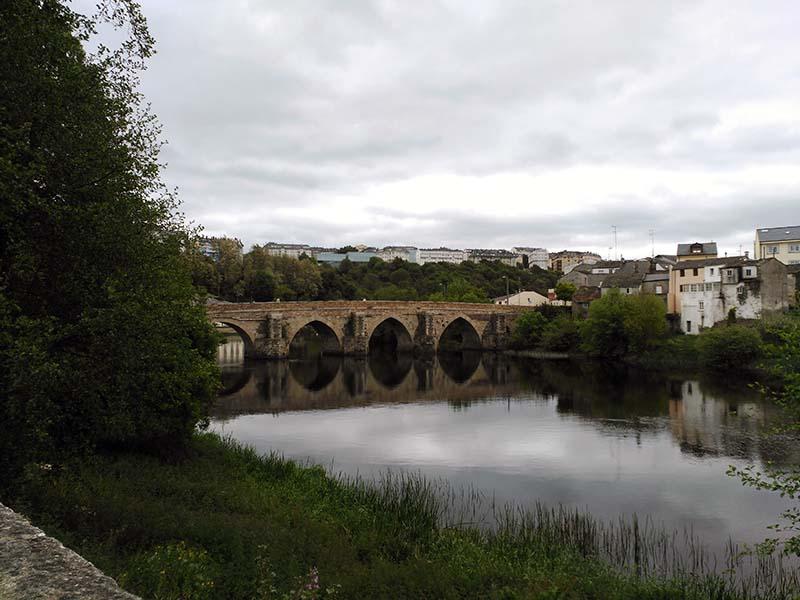 Vistas del Miño y el puente romano en Lugo.
