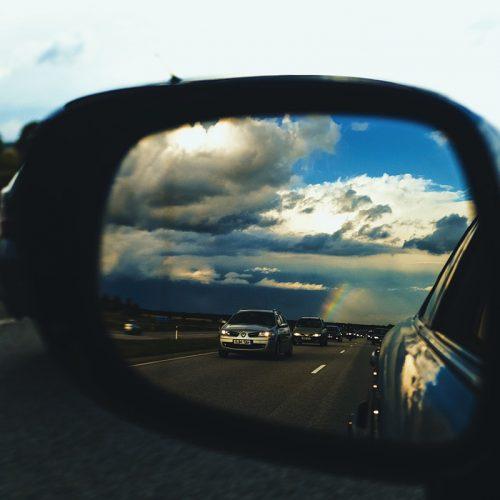 ¿Qué debemos evitar en los viajes en coche?