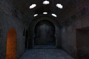 Paso entre salas baños árabes, Jaén
