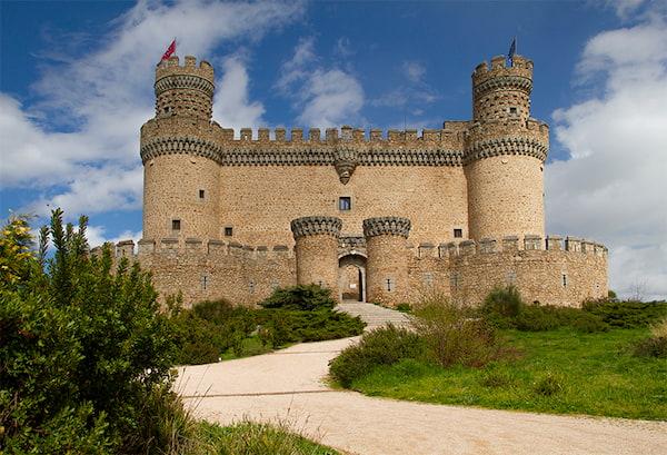 El castillo nuevo de Manzanares el Real, conocido también como castillo de los Mendoza o, sencillamente, como castillo de Manzanares el Real, es un palacio-fortaleza de origen bajomedieval1