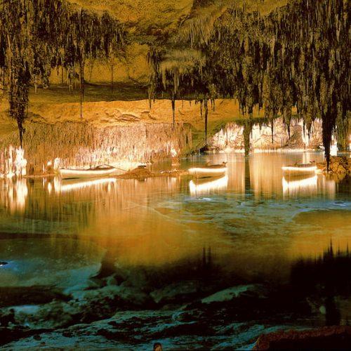 Un viaje al interior de las cuevas más bonitas de España